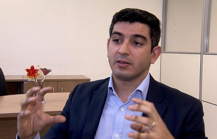 O economista Jonathas Goulart, da Divisão de Estudos Econômicos da Firjan, explica os dados do IFDM - Jorge Brum/TV Brasil