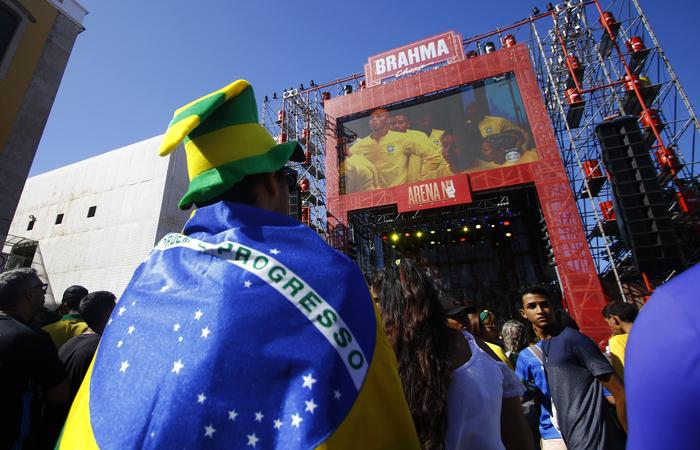 Abrasel estima que o faturamento de bares e restaurantes nos dias de jogos do Brasil na Copa aumente cerca de 20%. Se chegar à final, alta poderá chegar a 50%. Foto: Marlon Diego/Esp.DP