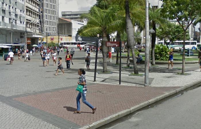 Praça da Independência, no bairro de Santo Antônio, apesar de movimentada é cenário recorrente de assaltos no Recife. Foto: Reprodução/Google Street View