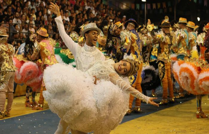 O grupo homenageou a Festa do Pau de Santo Antônio, tradicional em Barbalha, no interior do Ceará. Foto: Samuel Calado/Esp.DP