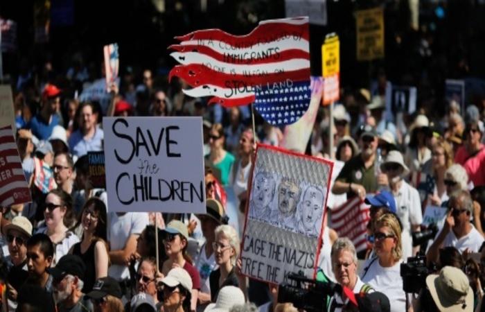 Política de imigração estabelecida por Trump é reivindicada por diversas pessoas nos EUA e no mundo. Foto: AFP