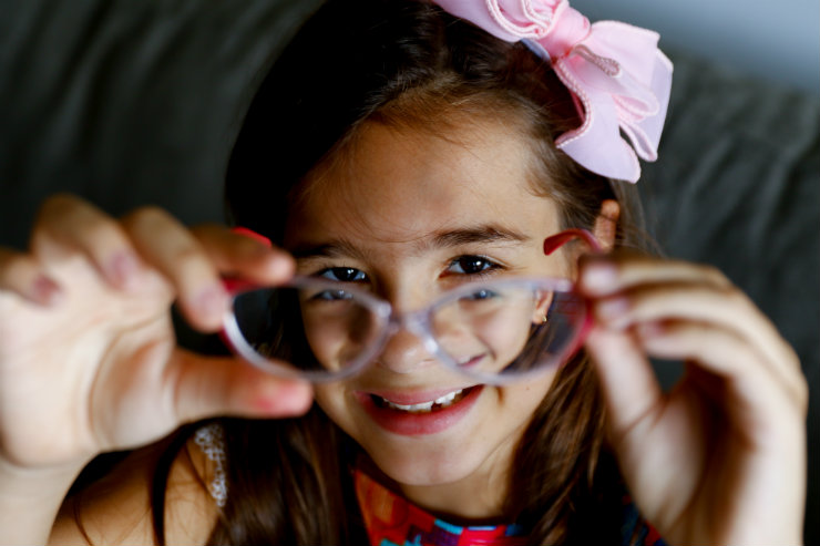 Maria Luiza Friedheim, 8 anos, é míope: os graus das lentes dela são de 3,5 no olho esquerdo e 4 no olho direito. Foto: Marlon Diego/Especial para o DP