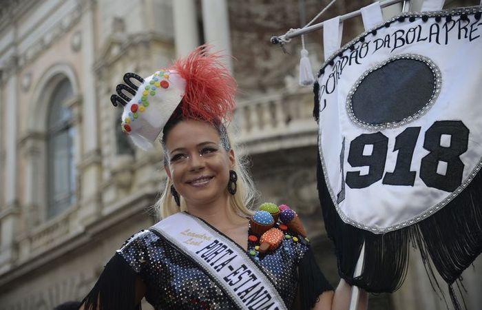 O Cordão da Bola Preta já desfila em rua do Rio que órgãos de preservação do patrimônio querem impedir de receber megablocos (Tânia Rêgo/Agência Brasil)