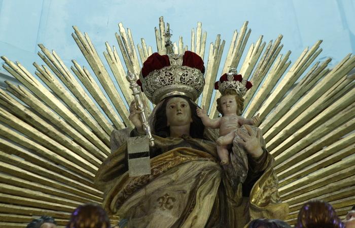 Imagem de Nossa Senhora do Carmo na basílica que leva o mesmo nome.  Foto: Shilton Araujo/Esp.DP