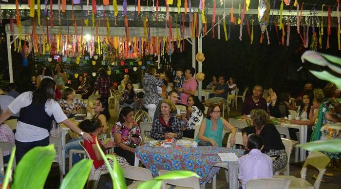 Arraiá Solidário recebe muitas famílias no Poço da Panela. Foto: Karina Regis-Paróquia de Casa Forte/Divulgação (2016) (Arraiá Solidário recebe muitas famílias no Poço da Panela. Foto: Karina Regis-Paróquia de Casa Forte/Divulgação (2016))