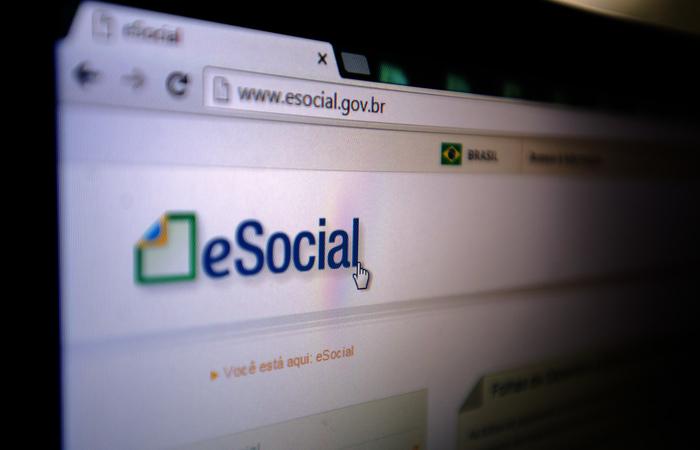 Para a emissão da guia unificada, o empregador deve acessar a página do eSocial. Foto: Arquivo/Agência Brasil