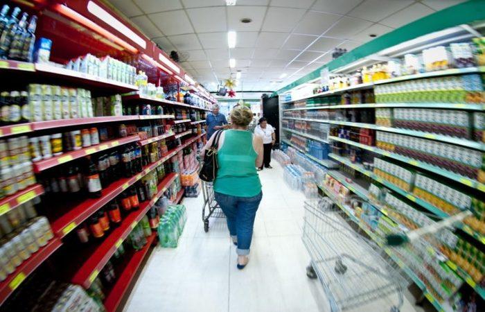 Alimentação consumida no domicílio subiu 3,09%, sob pressão da crise de desabastecimento provocada pela greve de caminhoneiros, segundo dados. Foto: Arquivo/Agência Brasil
