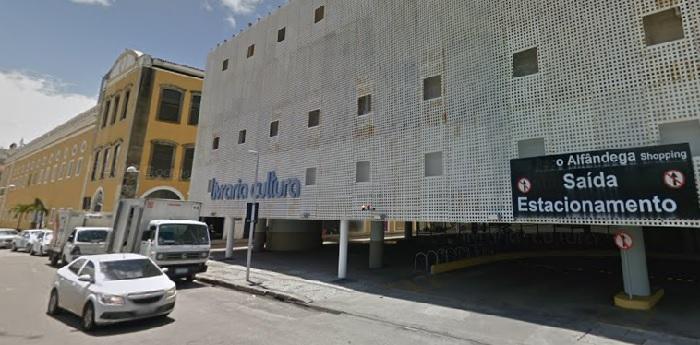 Livraria Cultura do Recife Antigo se tornou ponto de encontro desde 2004, quando foi inaugurada. Imagem: Google Street View (Abr/2017) (Livraria Cultura do Recife Antigo se tornou ponto de encontro desde 2004, quando foi inaugurada. Imagem: Google Street View (Abr/2017))