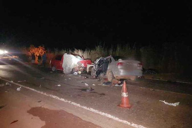 Acidente frontal entre dois carros ocorreu na BR-080. Foto: Polícia Rodoviária Federal/Divulgação