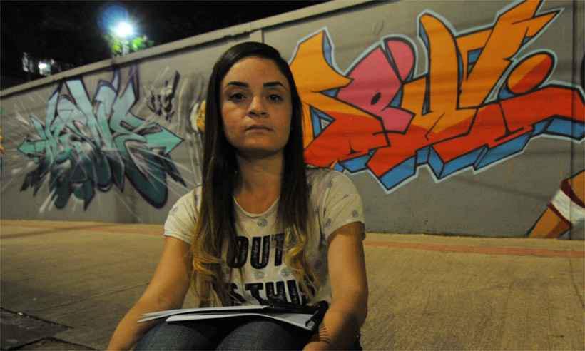 Aluna do 9º período de psicologia, Lorena Dagmar enfrenta via-sacra todo semestre para conseguir renovar contrato de financiamento. Foto: Ramon Lisboa/EM/DA Press