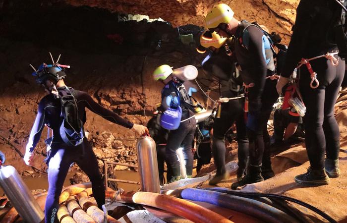 Fonte policial foi a responsável por informar que nono garoto foi retirado da caverna. Foto: AFP PHOTO / ROYAL THAI NAVY