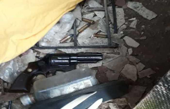 Duas das cinco armas apreendidas pela Polícia Civil. Foto: Polícia Civil/Divulgação