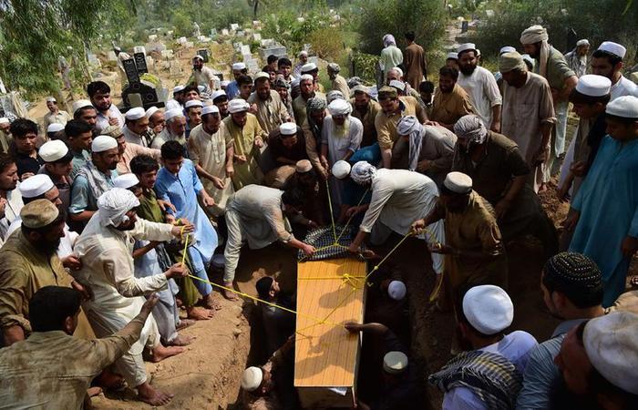 O homem-bomba tinha 16 anos e tinha oito quilos de explosivos, afirmou Shafqat Malik. Foto: Abdul Majeed/AFP