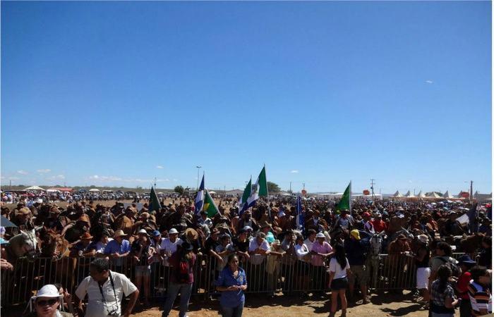 Multidão acompanha a missa, celebrada no domingo, no encerramento da festa. Foto: Divulgação