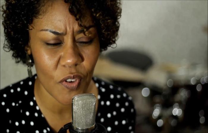 Além de cantora, Daiana Rhister é compositora e jornalista. Imagem: Youtube/Reprodução