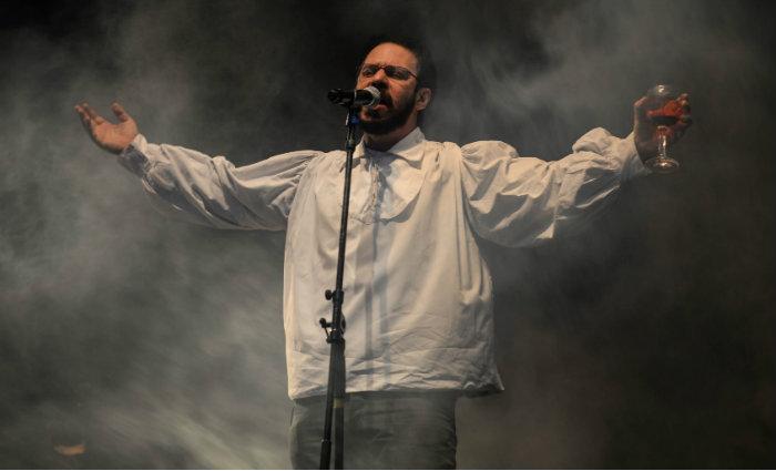 A peça reconta a trajetória do líder do Legião Urbana com performance ao vivo dos principais sucessos do grupo. Foto: Sandro Vox/Divulgação