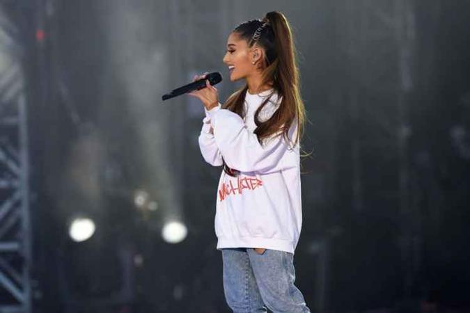 Ariana Grande em show após ataques de Manchester. Foto: DAVE HOGAN FOR ONE LOVE MANCHESTER/AFP)