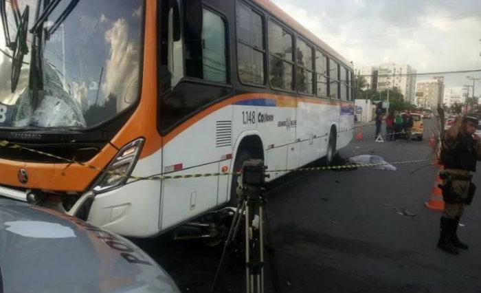 Condutor da moto foi arremessado a distância. Foto: Whatsapp/Divulgação