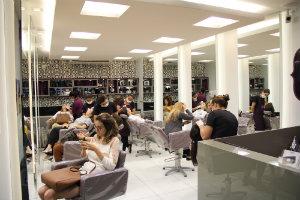 Esmaltação e escovação são destaques nas nove unidades do Brow Bar. Foto: Brow Bar/Divulgação