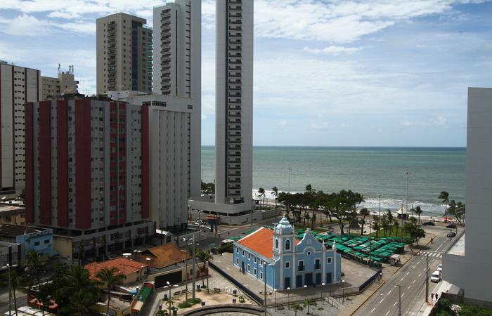 Boa Viagem, Pina e Brasília Teimosa estão submetidos a obrigações pecuniárias.  Foto: Peu Ricardo/DP