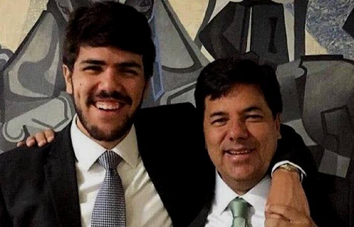 Vinicius, com o pai Mendonça Filho. Foto: Reprodução/Facebook