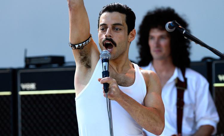 Remi Malek na pele de Freddie Mercury no filme 'Bohemian Rhapsody'. Foto: Universal Pictures/Reprodução