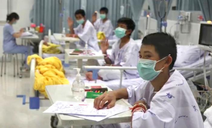 Os médicos decidiram antecipar a alta em um dia e as autoridades esperam que o grupo fale com a imprensa. Foto: AFP PHOTO /Ministry of Health / Chiang Rai Prachanukroh Hospital