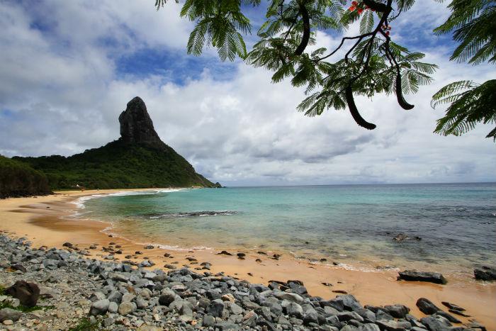 Ilha, que recebe cerca de 95 mil turistas por ano, precisa lidar com desafios ambientais. Foto: Paulo Paiva/DP.