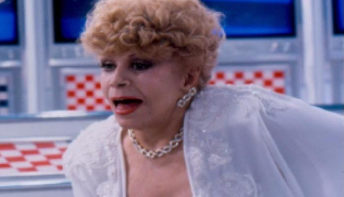 Em meio a tantos homens, Dercy se destacou como uma humorista mulher. Foto: Reprodução/TV Globo
