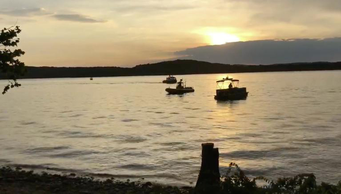 O acidente deixou sete pessoas hospitalizadas e cinco desaparecidos no Table Rock Lake. Foto: Handout / SOUTHERN STONE COUNTY FIRE PROTECTION DISTRICT / AFP