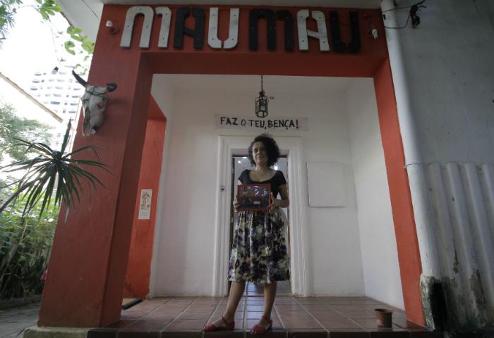 Lia Letícia comanda a casa ao lado de Irma Brown. Foto: Leo Malafaial/Esp. DP