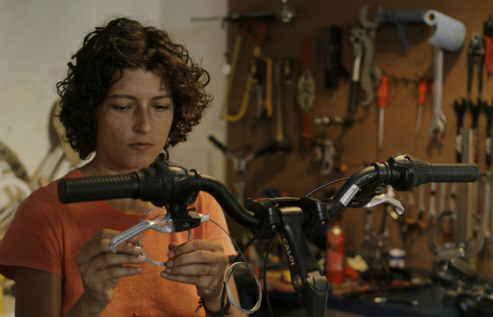 Fabiana Tubino comanda a Bicicleteria Mapuche. Foto: Leo Malafaial/Esp. DP