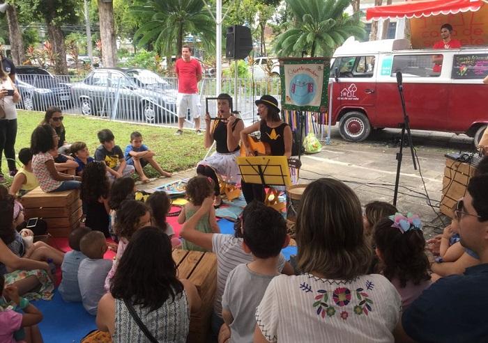 Turma do Tapete Voador reuniu crianças para apresentar livro sobre sentimentos. Foto: Roziane Fernandes-Cepe/Divulgação