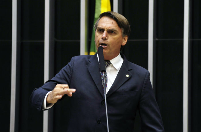 Bolsonaro criticou novamente, como outros pré-candidatos à Presidência, o acordo de Geraldo Alckmin (PSDB) com o Centrão. Foto: Câmara Federal/Divulgação.