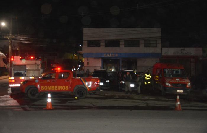 Usando maçarico, os assaltantes acabaram provocando um incêndio. Os bombeiros foram acionados. Imagem: PF/Divulgação