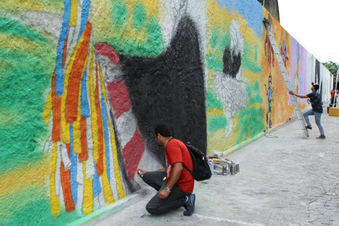 Painel da Av. Barbosa Lima recebeu intervenções de artistas pernambucanos. Fotos: Maurício Ferry/PCR
