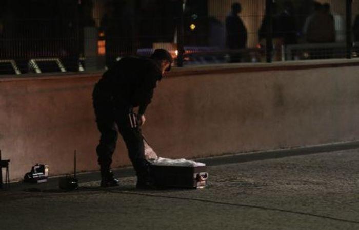 Após grande tensão, a polícia verificou que a mala não levava explosivos (Fabio Rodrigues Pozzebom/Agência Brasil)