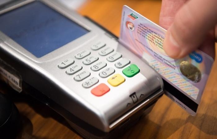A taxa do rotativo do cartão de crédito também caiu, ao chegar a 261,1% ao ano em junho. Foto: Reprodução/Pixabay