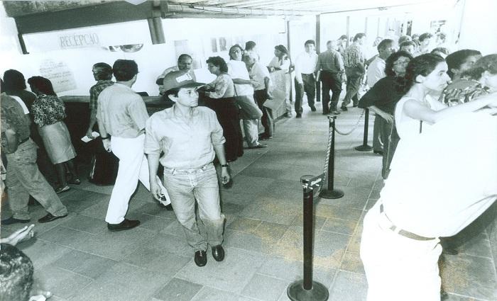 Na década de 1990, eram comuns filas na extinta Telpe para adquirir uma linha, mas segundo advogado muitos não sabiam que a compra estava vinculada a uma ação do sistema Telebrás. Foto: Heitor Cunha/Arquivo DP