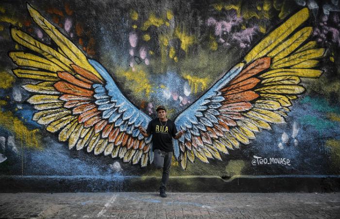 Téo Armando é artista do grafite e integrante do grupo do Colorindo o Recife Foto: Paulo Paiva / DP