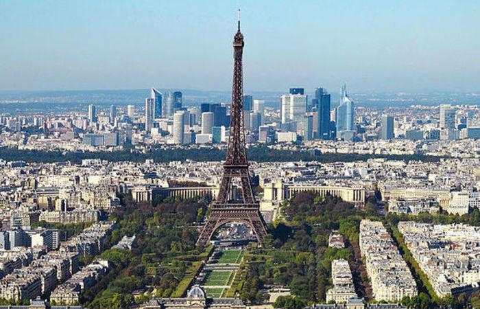A Torre Eiffel, que recebeu mais de 6 milhões de visitantes no ano passado, é um dos lugares mais visitados de Paris. Foto: reprodução/Internet