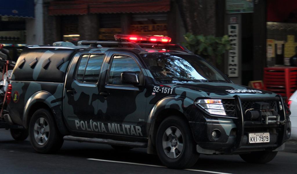 Vídeos mostram que os policiais, que estavam de serviço na região de Antares, presenciaram a atuação de homens armados e não fizeram nada para impedi-los ou prendê-los. Foto: Reprodução/Flickr