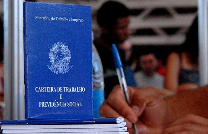 Os números divulgados pela CNC indicam que o resultado entre admissões e demissões no primeiro semestre do ano fechou negativo em 11.689. Foto: Marcello Casal Jr/Agência Brasil