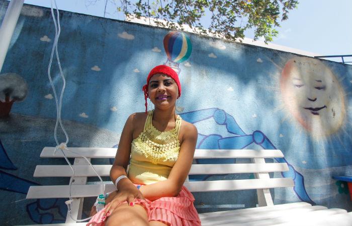 Luana, que luta contra um câncer de ovário, é uma das jovens que participará da festa Foto: Thalyta Tavares / DP