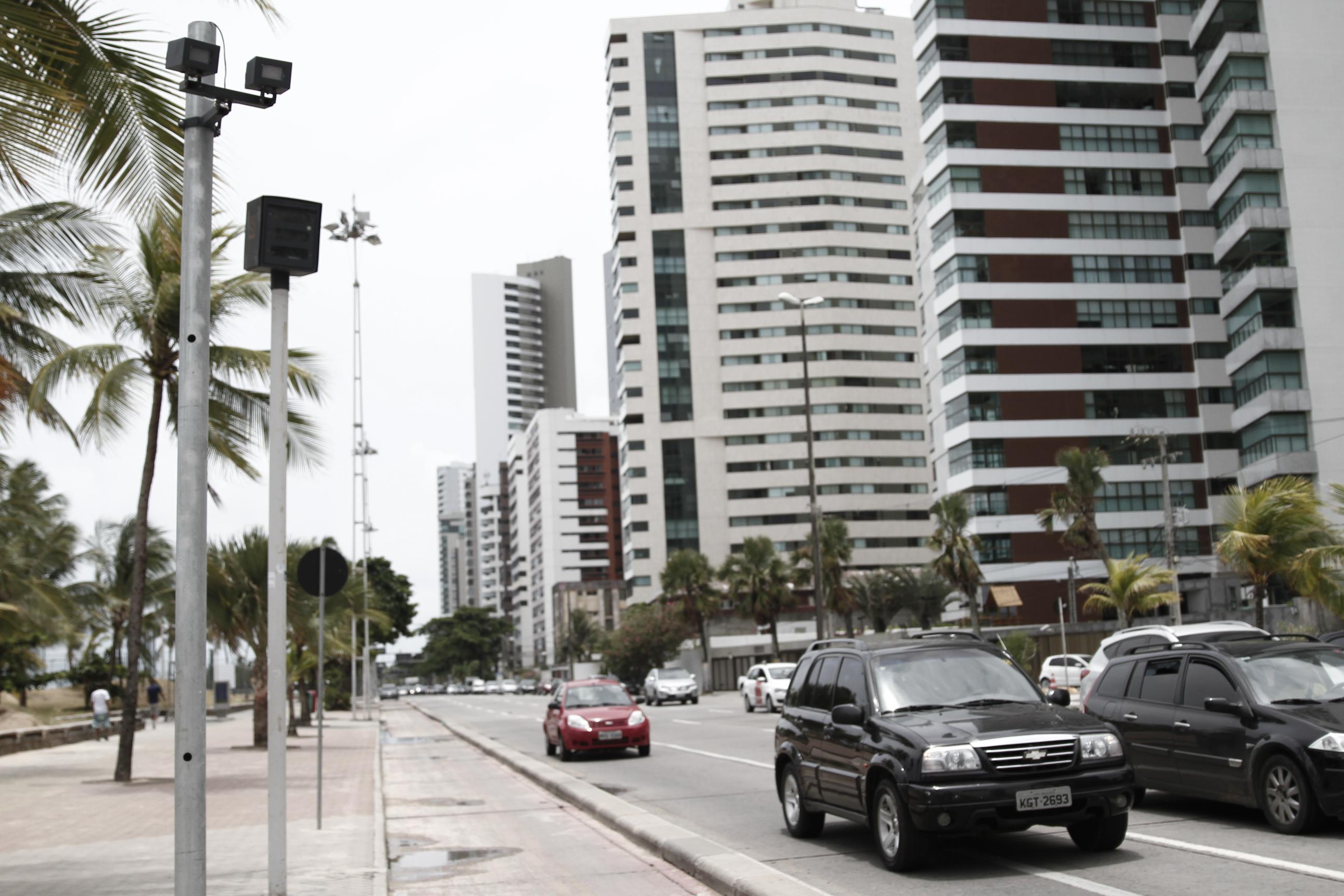 Radar instalado na Avenida Boa Viagem. Foto: Blenda Souto Maior/DP