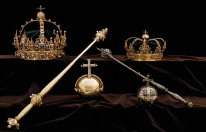 Os ladrões levaram duas coroas e um orbe (uma joia que representa um globo terrestre com uma cruz) pertencentes ao ornamento funerário de Charles IX. Foto: AFP PHOTO /