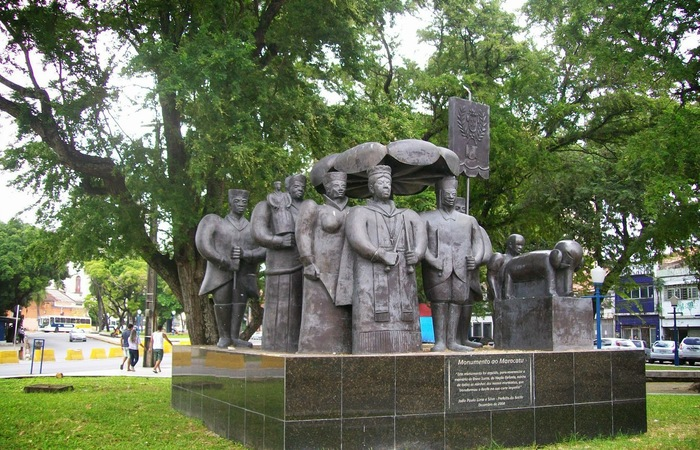 Imagem do monumento completo. Obra feita pelo artista Abelardo da Hora. Foto:Cortesia/WhatsApp