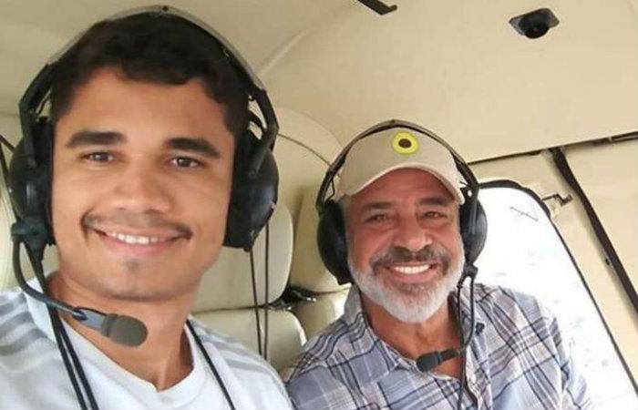 Lulu Santos e Clebson Teixeira durante passeio de helicóptero Foto: Instagram/Reprodução