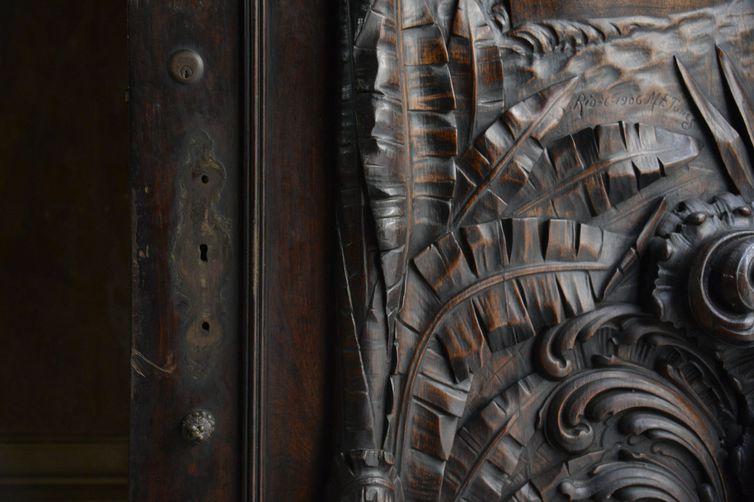 As maçanetas de bronze da porta de entrada do Instituto do Patrimônio Histórico e Artístico Nacional (Iphan), no Centro do Rio, foram roubadas. Foto: Tomaz Silva/Agência Brasil