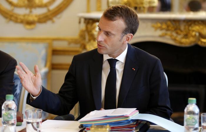 O presidente francês Emmanuel Macron recebe em sua residência de verão a primeira-ministra britânica Theresa May. Foto: Michel Euler / POOL / AFP
